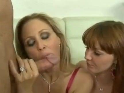 Aluna e professora em sexo triplo