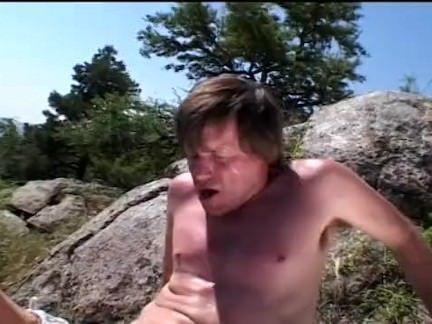 Casal faz sexo no alto do morro