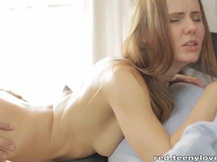 Chupando a buceta da gatinha quente