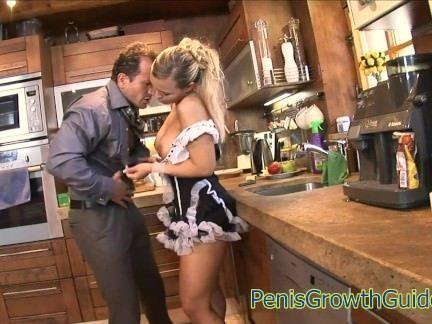 Comendo a buceta da empregada