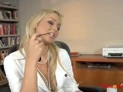 Comendo a gostosa do escritorio