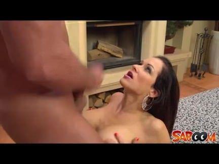 Dancarina sexy dando o cu