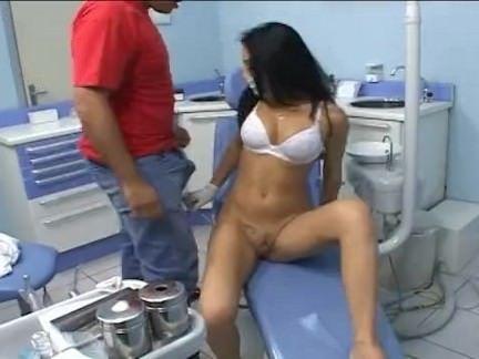Dentista safada dá pra paciente