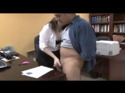 Empregada chupando a rola do patrão