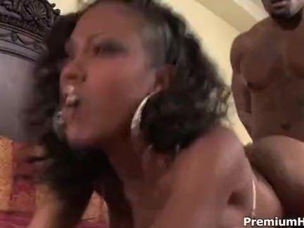 Enfiando rola na buceta da esposa