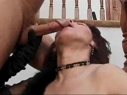 Esfregando a bucetinha tesuda