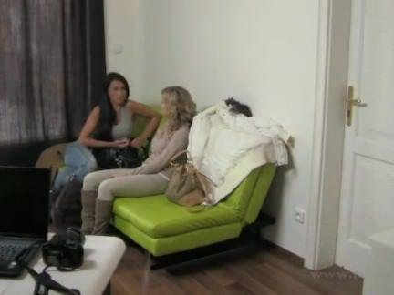 Flagrando sexo na sala de entrevista