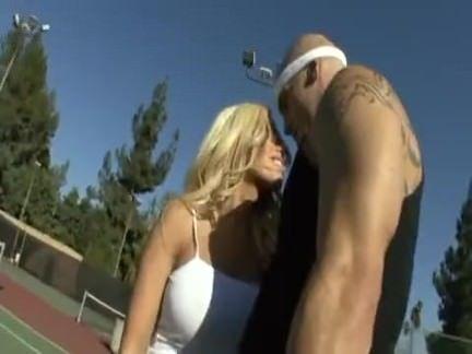Fudendo a loira tenista