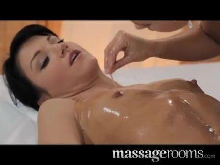 Fudendo na massagem quente