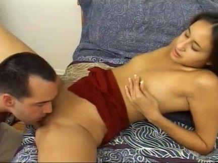 Gostosa da xana quente em orgia