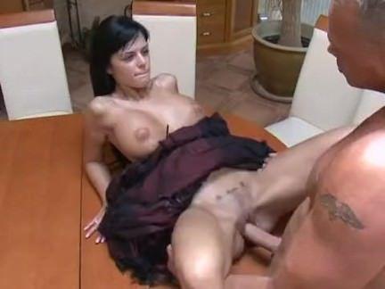 Gostosa dona de casa trai o marido