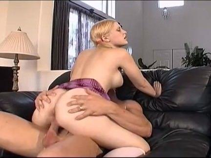Gostosa faz várias posições sexuais