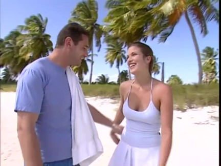 Gostosa fudendo na praia