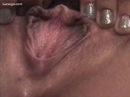 Japa da buceta peluda se masturba