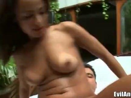 Latina caseira levando vara