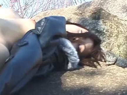 Lésbica pega ninfeta gostosinha