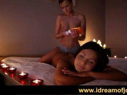 Lésbicas safadas transando a luz de velas