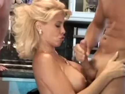 Loira gostosa da buceta cabeluda