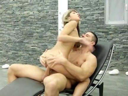 Loira ninfa faz sexo com amante