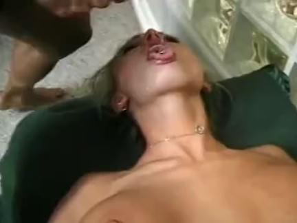 Loira pagando boquete