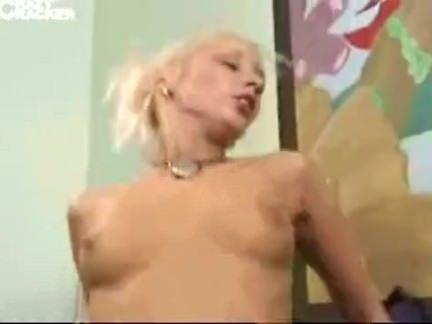 Loirinha chupando a rola grossa