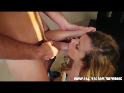 Loirinha fazendo anal