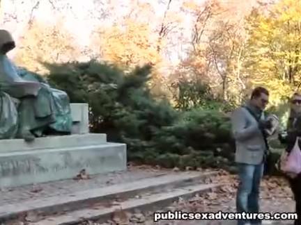 Loirinha fode em parque