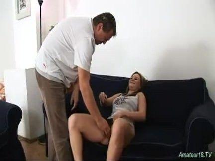 Loirinha ginasta fode com porteiro