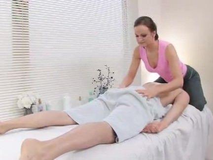 Massagista transa com o cliente
