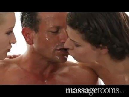 Massagistas gostosas atacando no sexo
