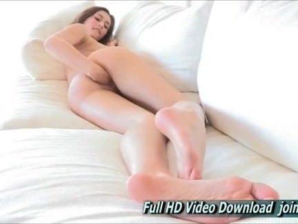 Masturbando a buceta rasgada