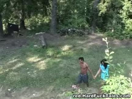Metendo no rabo da morena porno