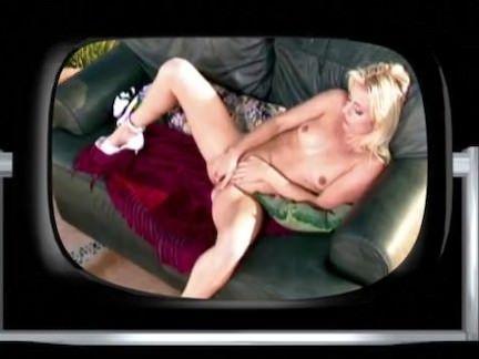 Metendo no rabo em cima do sofá