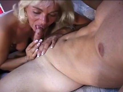 Metendo o dedo no cuzão gostoso porno