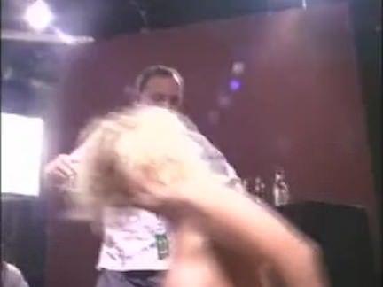 Metendo o pau grosso no cuzão porno