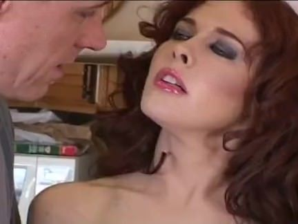 Metendo o vibrador na buceta porno