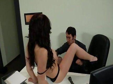 Morena boazuda e piranha fode no trabalho