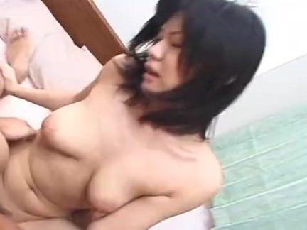 Morena chupando a pica no motel