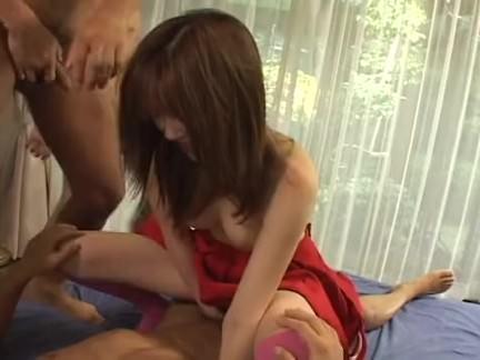 Morena chupando o pau do patrão porno