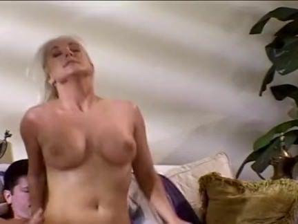 Morena esfregando a xoxota porno