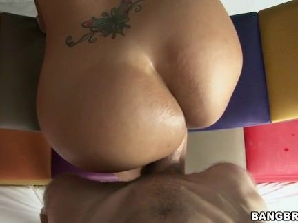 Morena latina dando a bunda com prazer