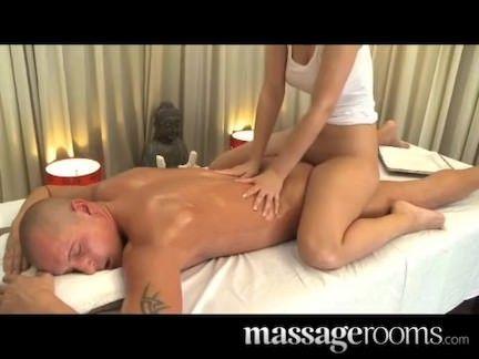 Morena na massagem erotica