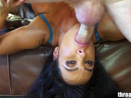Morena pornstar mamando na rola