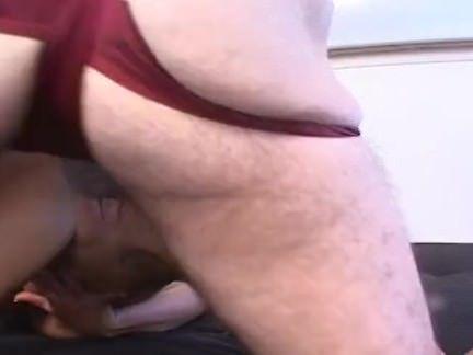 Morena puta no sexo grupal