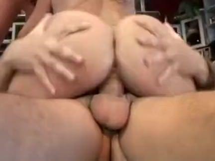 Morena se masturbando gostoso