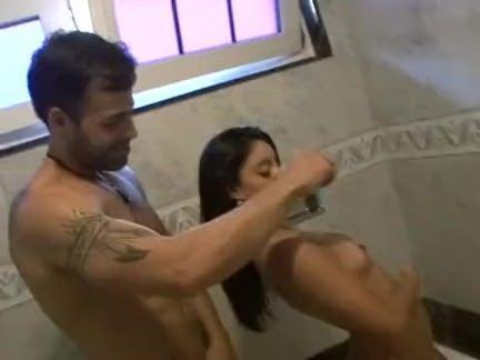 Moreninha fode com amante em motel