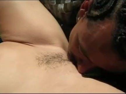 Mulata chupando a benga grande
