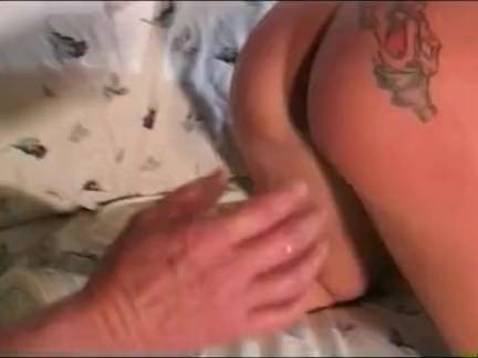 Mulata esfregando a xoxota