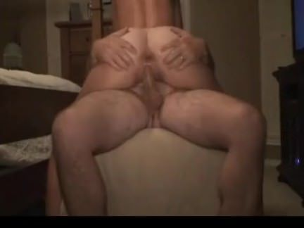 Mulher faz sexo anal e usa consolo