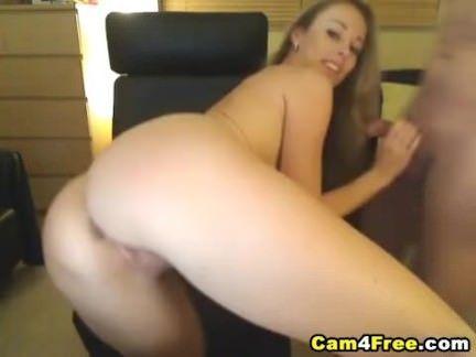 Mulher goza com sexo anal gostoso